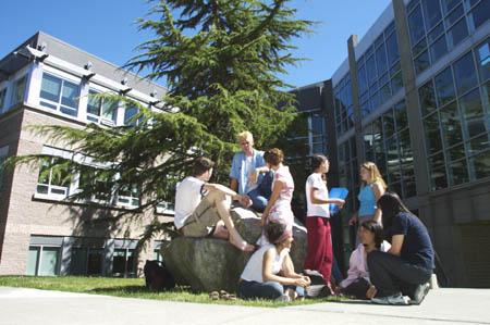 英語を学びながら一般教科を学べる制度があるカナダのカレッジへの留学。