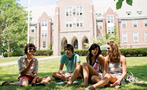 英語力アップと大学進学準備をしながら、同時にアメリカの大学の単位が取得できる編入プログラム!大学を3年で卒業することも可能です。